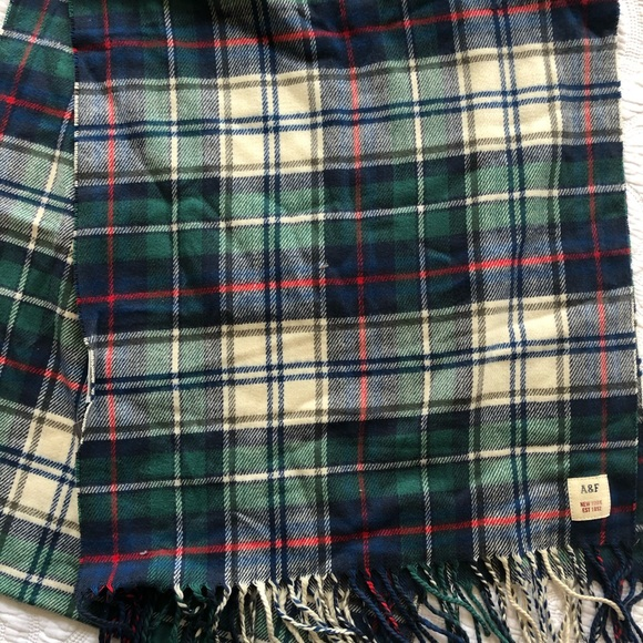 Abercrombie & Fitch Accessories - Abercrombie & Fitch plaid scarf NWT